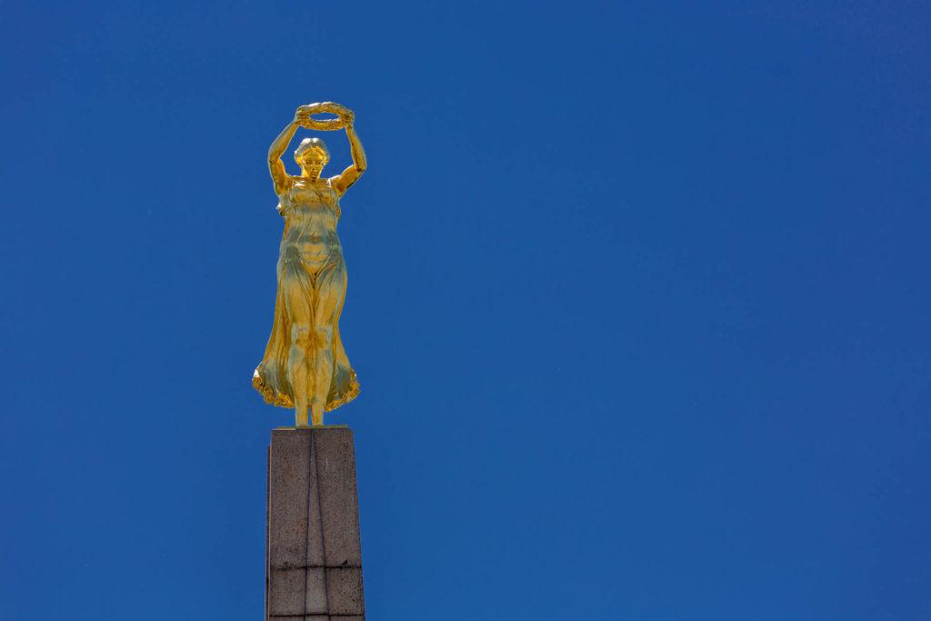 Gëlle Fra (Goldene Frau) am Monument du Souvenir